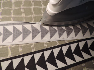 I loved how the white seam allowance disappeared neatly under the quarter-inch black border.